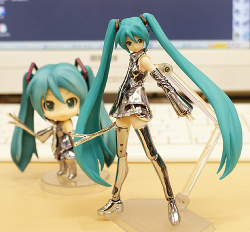 Nendoroid Hatsune Miku (Version Chrome) - Vocaloid